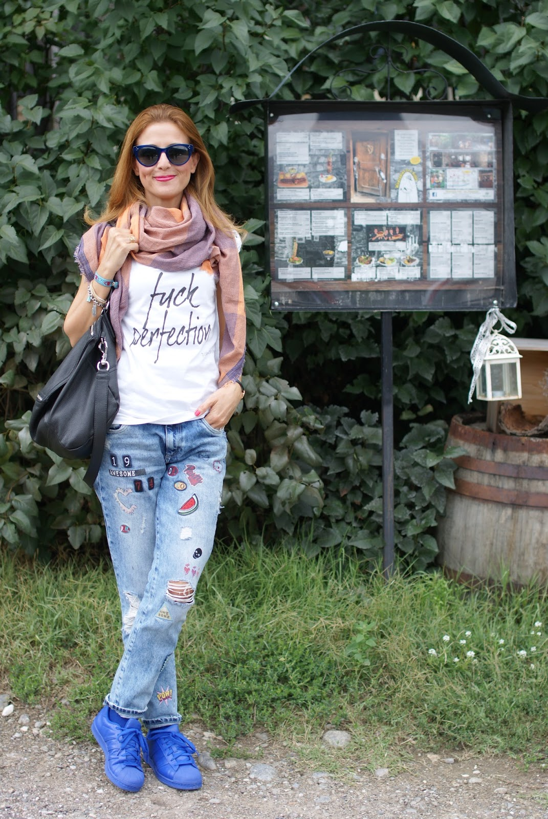 Fuck perfection, a rebel fashion outfit with my Pokemaoke t-shirt, Givenchy Pandora bag and patchy jeans on Fashion and Cookies fashion blog, fashion blogger style in Weidenplatzerkeller in Naturns