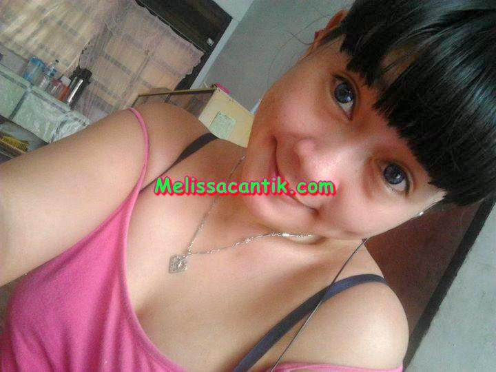 Kumpuan Foto Hot Cewek ABG Cantik Montok Pamer BH.