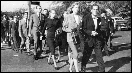 Lauren Bacall y Humphrey Bogart en una manifestación contra la Caza de Brujas