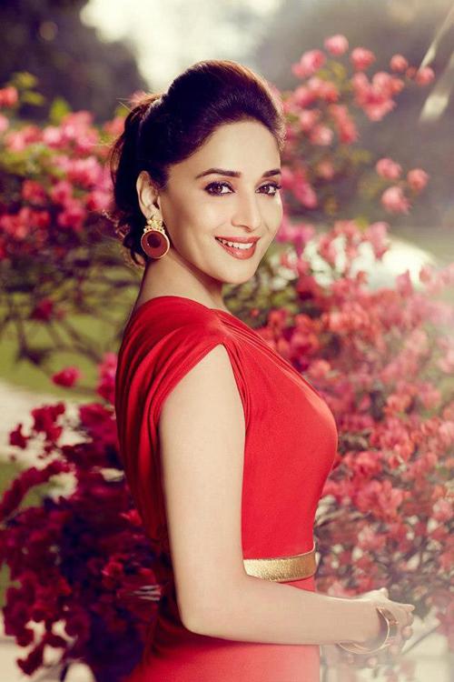 http://actresshdgalleryz.blogspot.in/2014/11/madhuri-dixit-bollywood-actress-hot.html