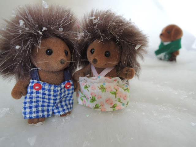 Sylvanian Families Bramble Hedgehogs snow winter christmas