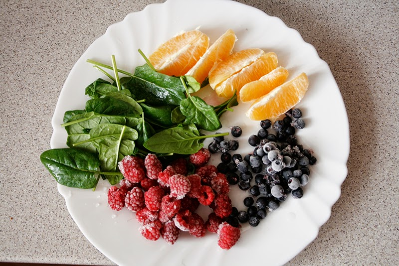 healthy smoothie berries spinach