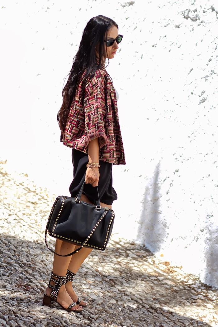 Withorwithoutshoes con Kimono Étnico de Zara y shorts negros
