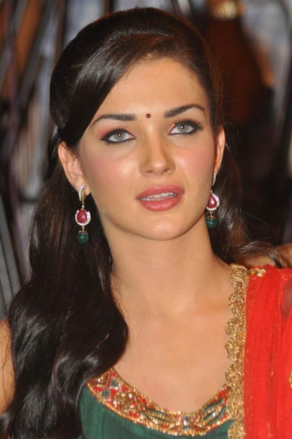 Indian Film Actresses: Madhurima Tuli