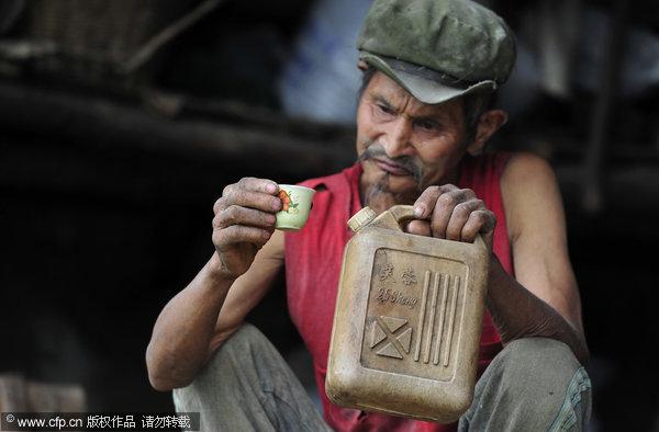 Lelaki China minum minyak gas selama 42 tahun
