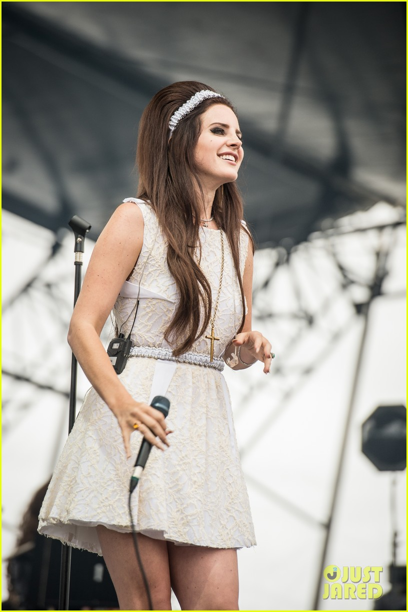 Lana del rey diamond in mouth viewing gallery