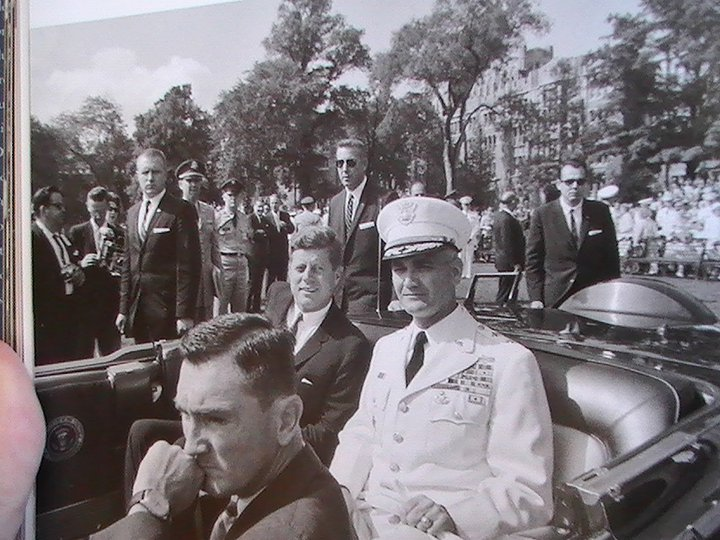 AGENTS SURROUND JFK'S LIMO (WITH GENERAL WESTMORELAND & KEN O'DONNELL)