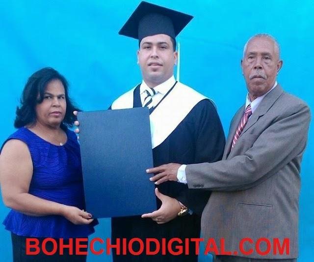 Familia Castillo Luciano de jùbilo por graduación hijo