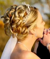 Bridesmaid Hairstyles Ideas For Naturally Curly Hair