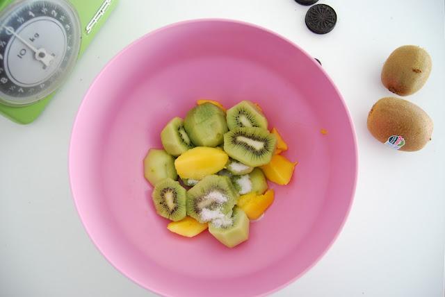 sorbete de kiwi y mango. Comida con ojos para Halloween