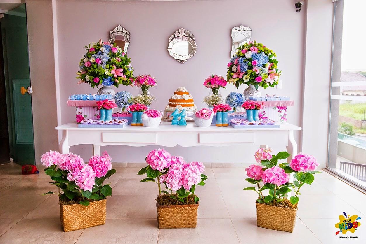 Candy bar de bautizo con flores - mesa de dulces10