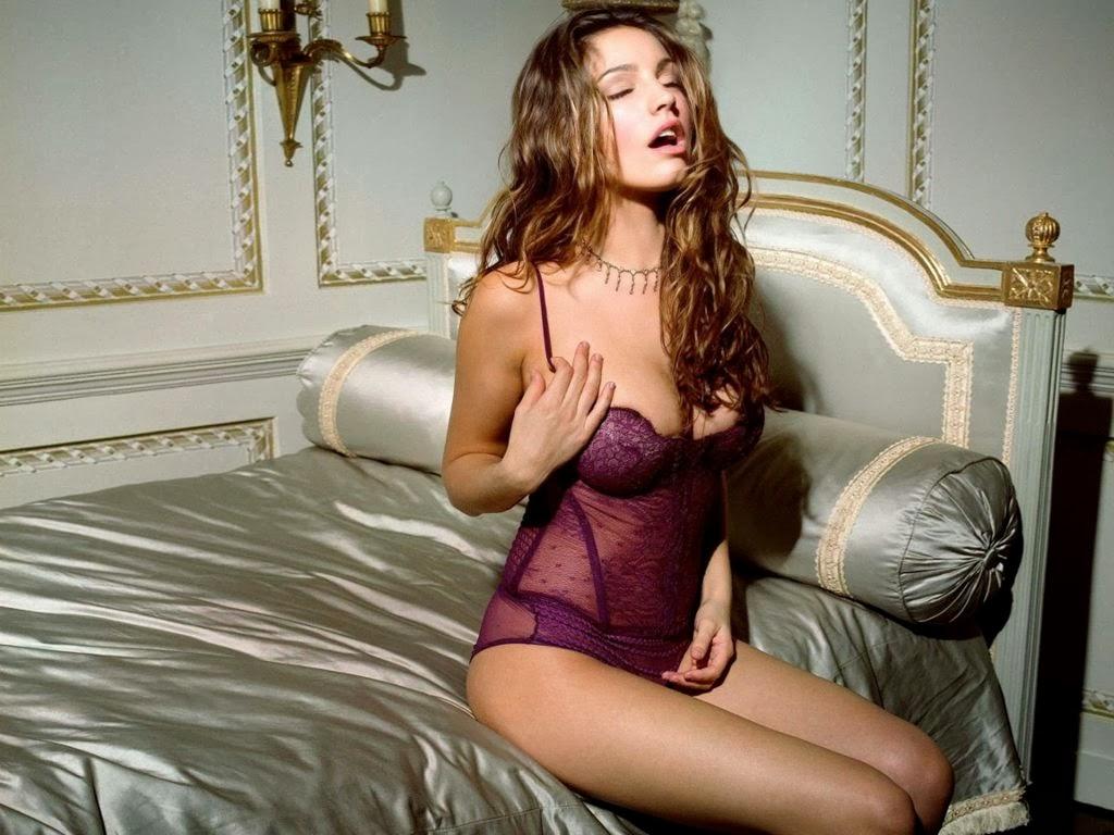 Kelly Brook Hot Model Lingerie Body