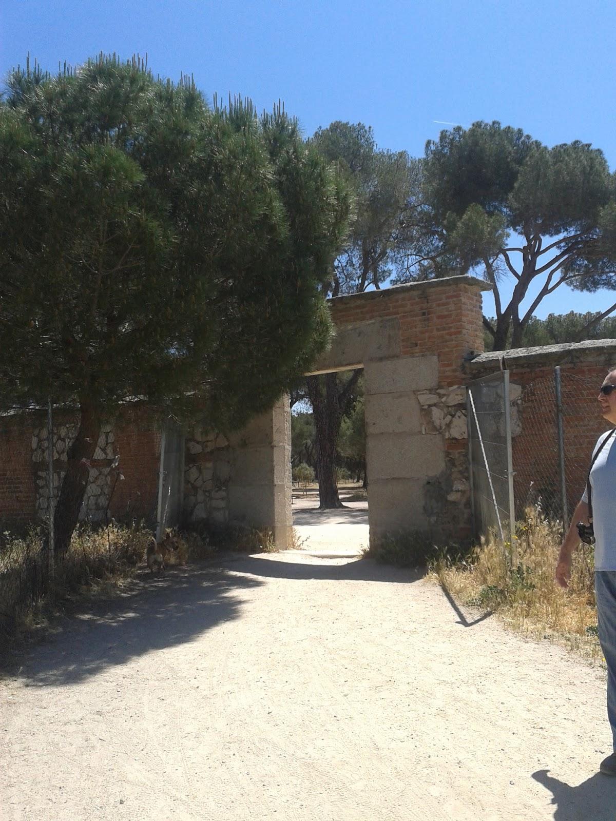 La entrada a la casa de campo por h mera el portillo de - Entradas de casas de campo ...