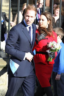 Prince William Wedding News: Prince William and Kate : Kiss for the kingdom
