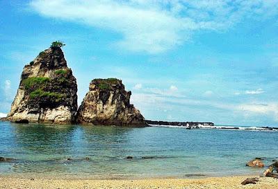 Pemandangan Alami Wisata Pantai Sawarna di Banten