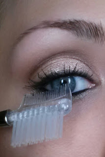 how to use a lash comb