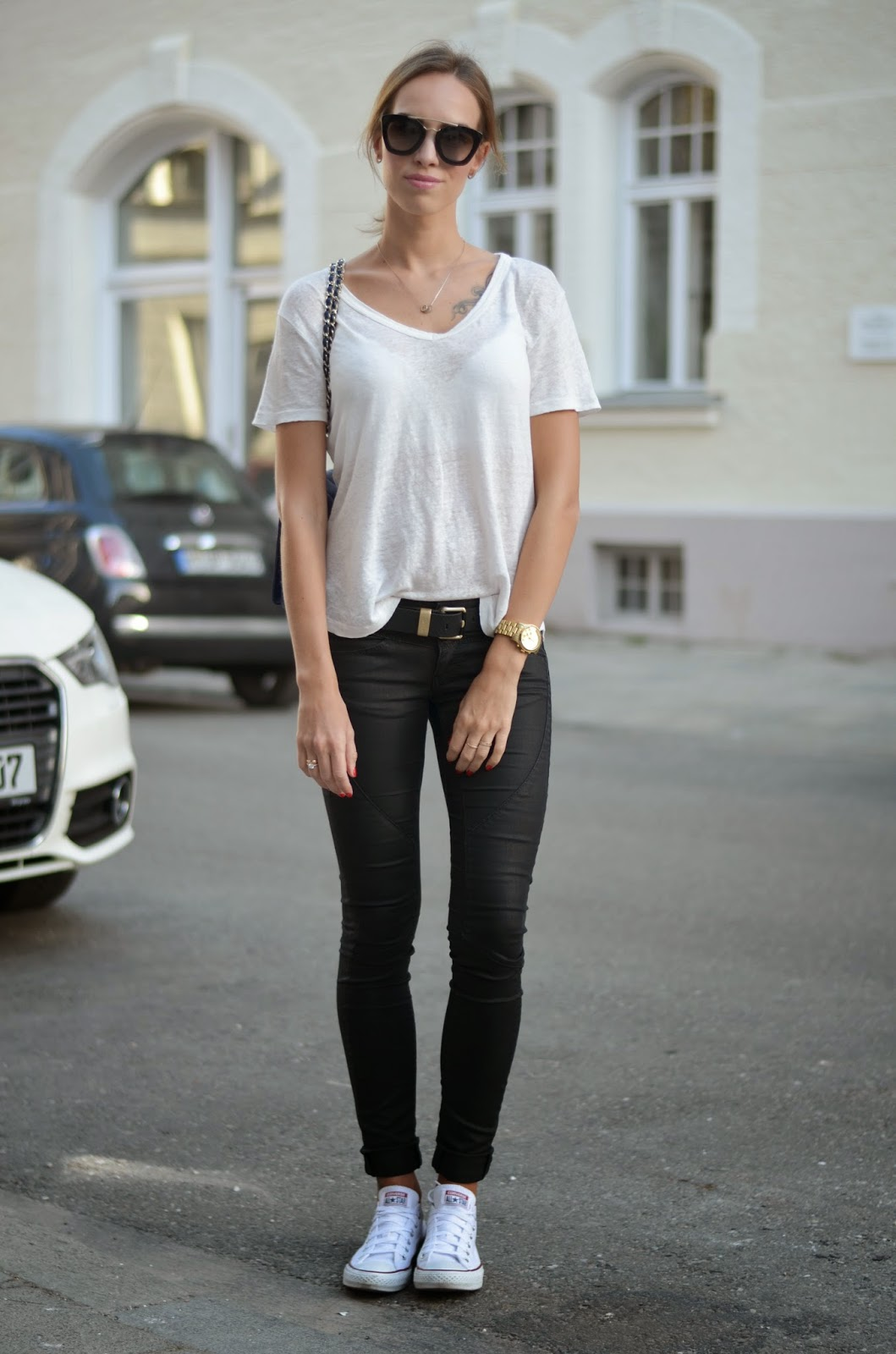 kristjaana mere casual street style summer outfit tee jeans sneakers