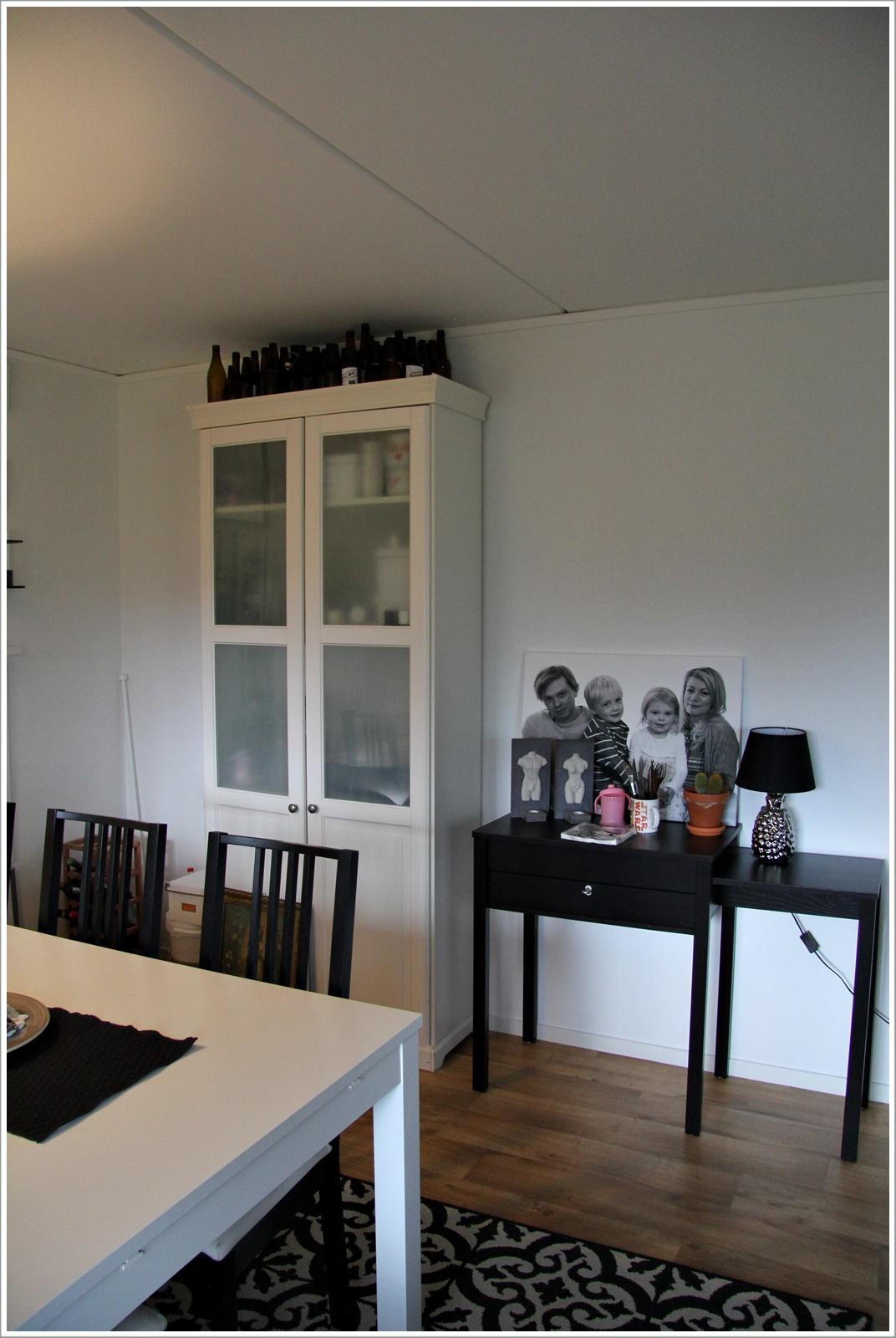 Familjen r på fjället: före och efter foton av vardagsrummet/matdelen