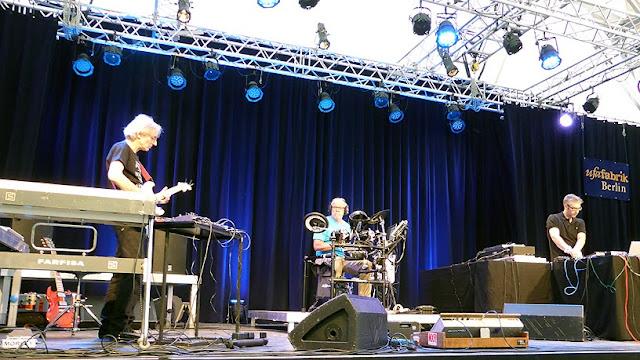 Ashra : Manuel Göttsching, Harald Grosskopf, Steve Baltes / photo S. Mazars
