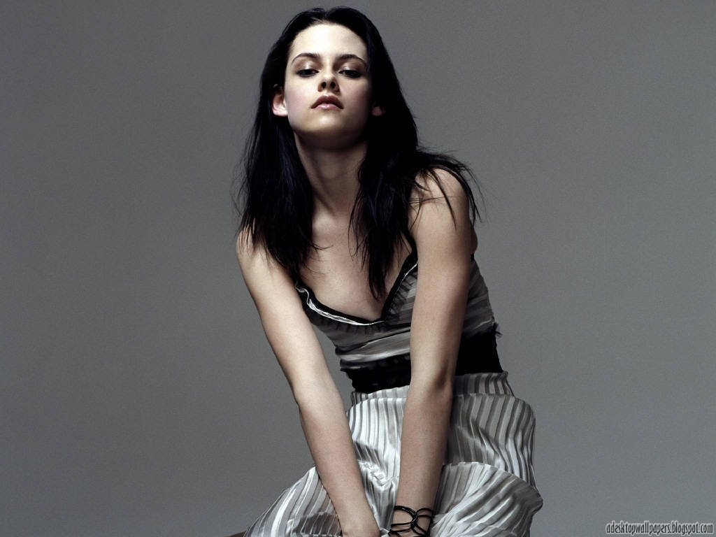 http://3.bp.blogspot.com/-YlAFEPyJy8o/UPn-xLvoU2I/AAAAAAAACBI/f9sMbzhIjdk/s1600/Bella-Swan-Kristen-Stewart-Hollywood-Actress-Desktop-Wallpapers-5.jpg