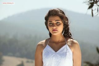 Oru-Vaanavil-Pola-Heroine-Manochitra-Nandagi-Manumika-Stills