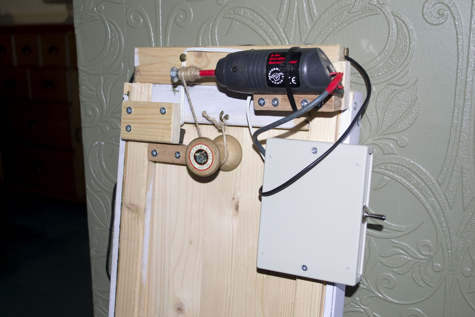 Diy Automatic Coop Door Opener besides Carrera Digital Slot Car Layout Table And Tons Of Extras 22x6 Table Power Supply 287681 furthermore 12v Delay Timer Relay together with Denver Cau 430 as well 7 Car Headrest Lcd Monitor With Built. on slot car power supply