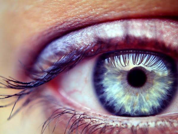 Maquillage et démaquillage des yeux sensibles
