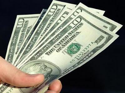 Dólar fecha cotado R$ 2,39, maior valor em quatro anos.