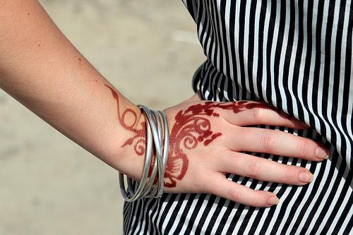 Red Mehndi Tattoo : Henna designs red photos