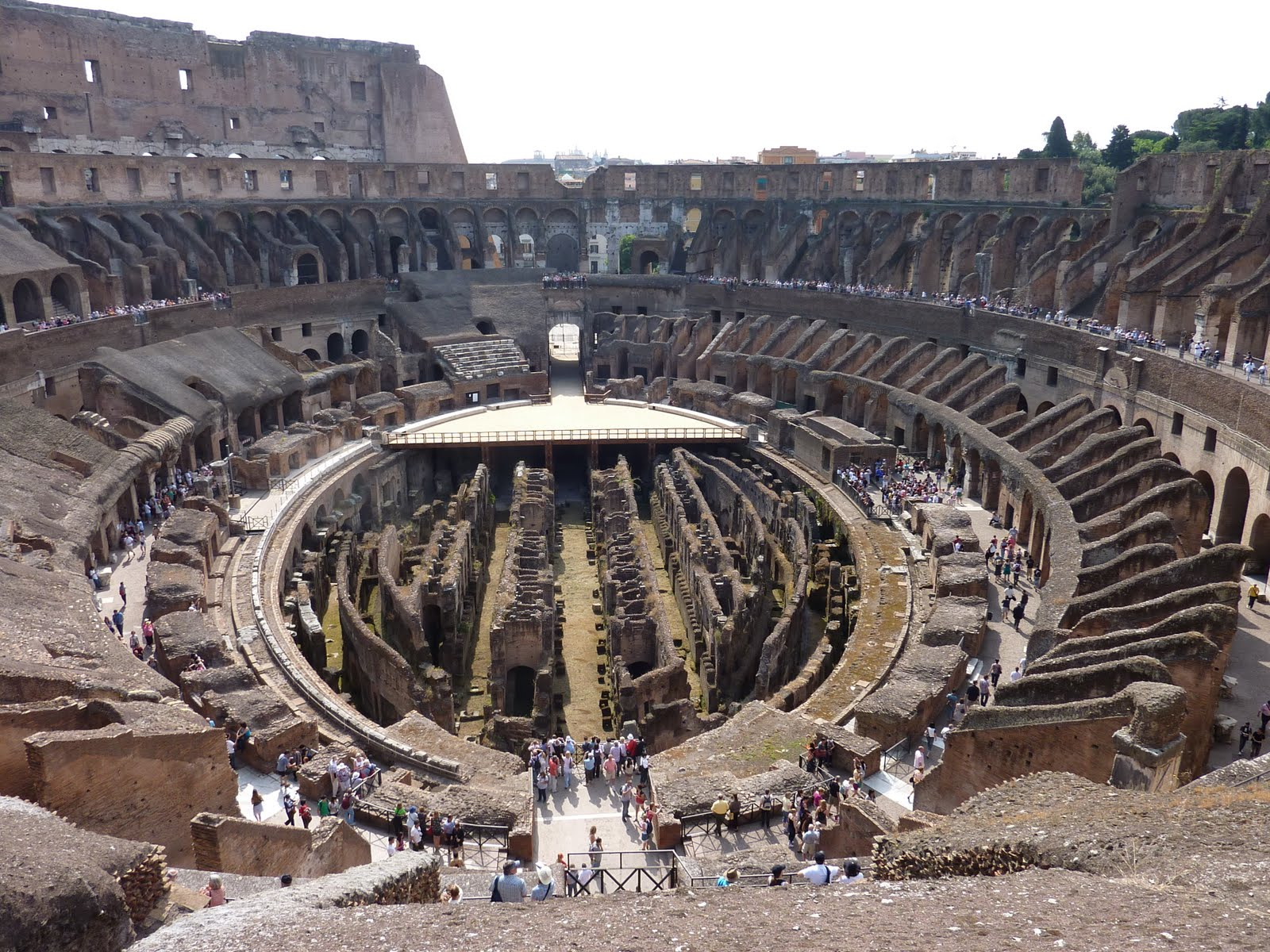 colosseum and gladiators The roman gladiators and the colosseum: the history and legacy of ancient  rome's most famous arena and fighters [charles river editors] on amazoncom .