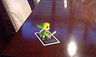 Link asegurando la mesa