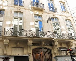 Balcon inférieur filant du 15 rue Danielle-Casanova à Paris