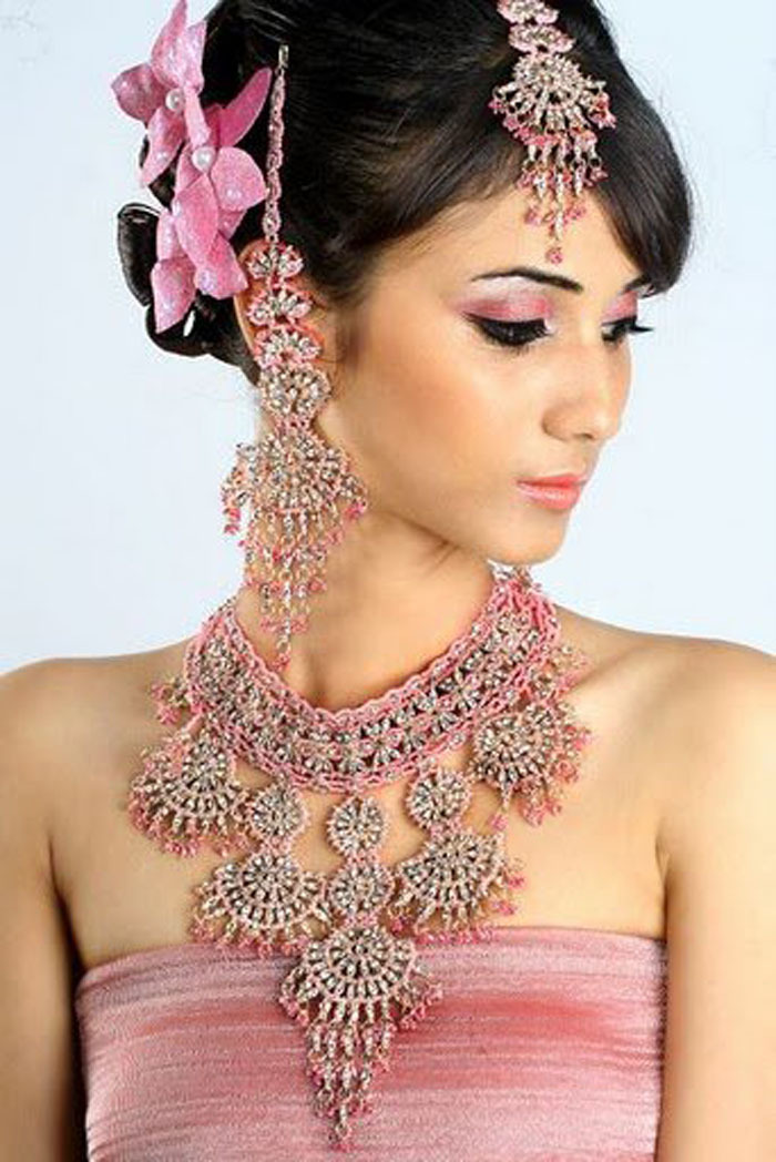 Beautiful & Modern Necklaces For Raksha Bandhan & Ramzan Eid