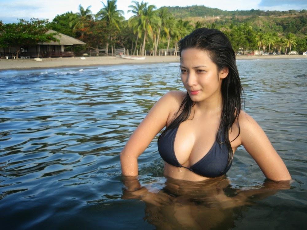 ehra madrigal sexy bikini pics 04