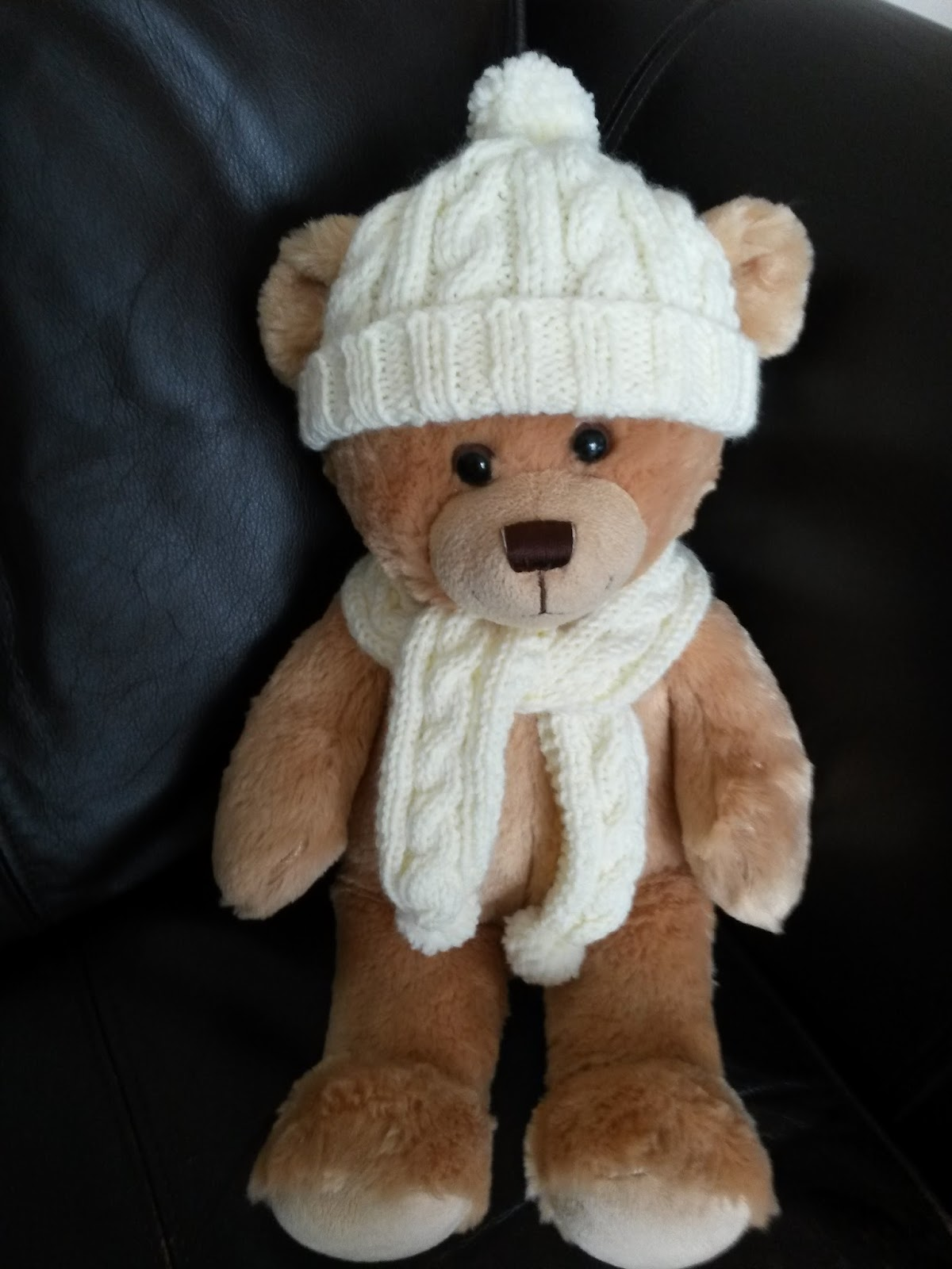Lyns Dolls Clothes: Teddy bear aran hat and scarf