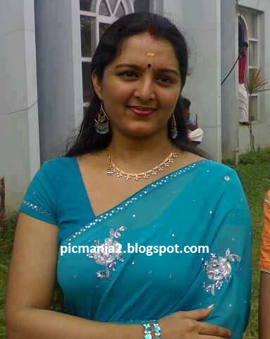 Manju Warrie latest saree sexy and hot pic
