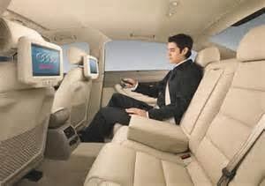 Menonton televisi saat menyetir menjadi masalah yang serius dan bahkan di larang oleh beberapa daerah, dan wilayah negara karena berbahaya saat mengemudi mobil