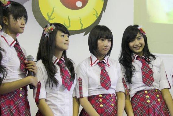 Diasta JKT48 , Jeje JKT48 , Dhike JKT48 dan Mova JKT48 at Hello fest