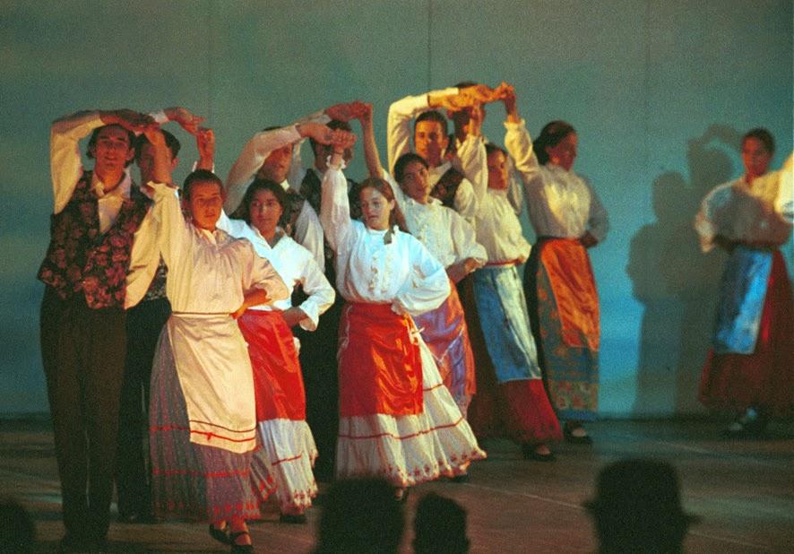 Bailes por el mundo francia for Tipico de francia