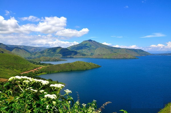 Parapat Indonesia  city photos gallery : Visit the Lake Toba, in Sumatra, Indonesia, Most Beautiful and Biggest ...