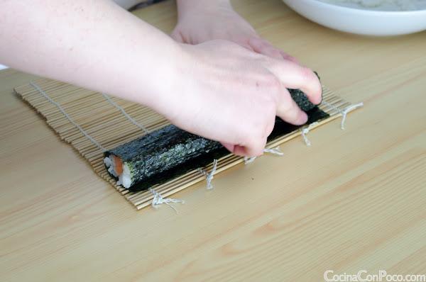 Sushi maki salmon, atun y pepino paso a paso - Receta facil