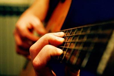 10 Tips dalam Bermain Gitar