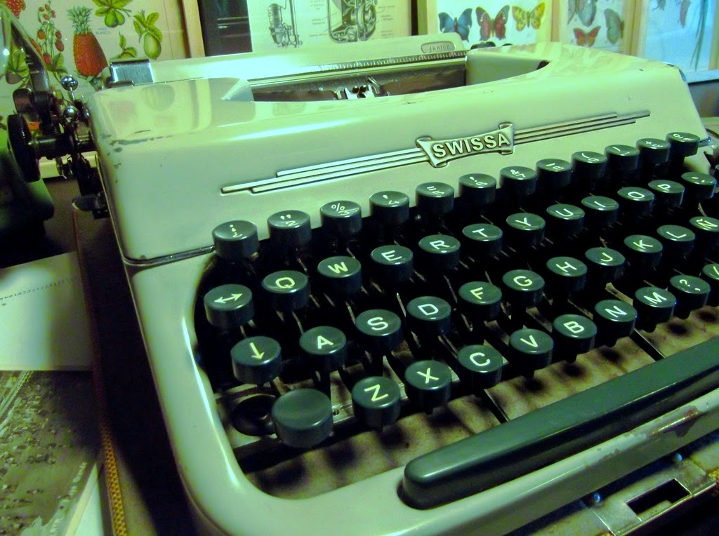 Cosas elegidas escritorio m quina de escribir marca - Escritorio para escribir ...