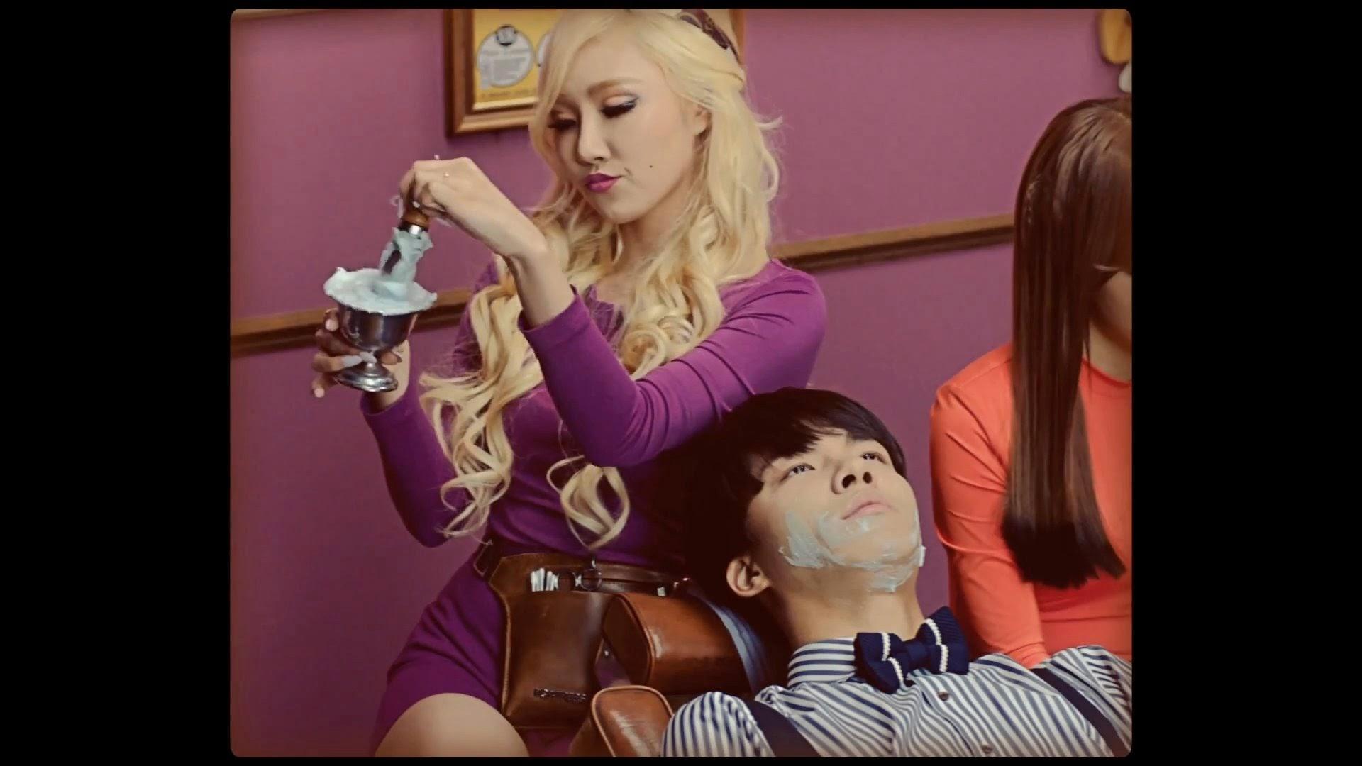 Mamamoo's Hwasa in Ahh Oop MV