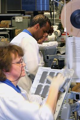 Suasana Di Pabrik Ponsel Nokia.serbatujuh.blogspot.com