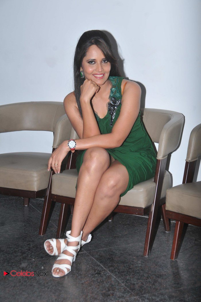 Telugu TV Anchor Anasuya with out panty