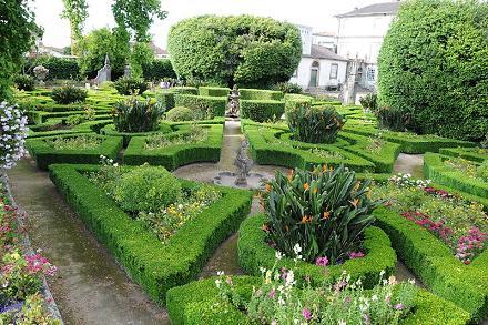 Arte y jardiner a jard n formal la geometr a en el for Jarrones persas