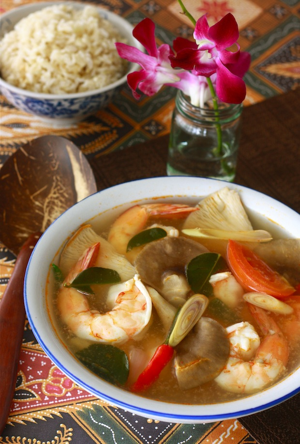 Tom Yum Goong - Thai Hot & Sour Shrimp Soup - by SeasonWithSpice.com