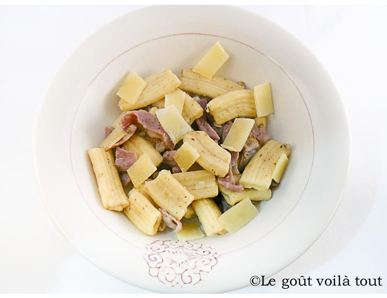 Rigatoni à la crème d'artichauts et jambon cru