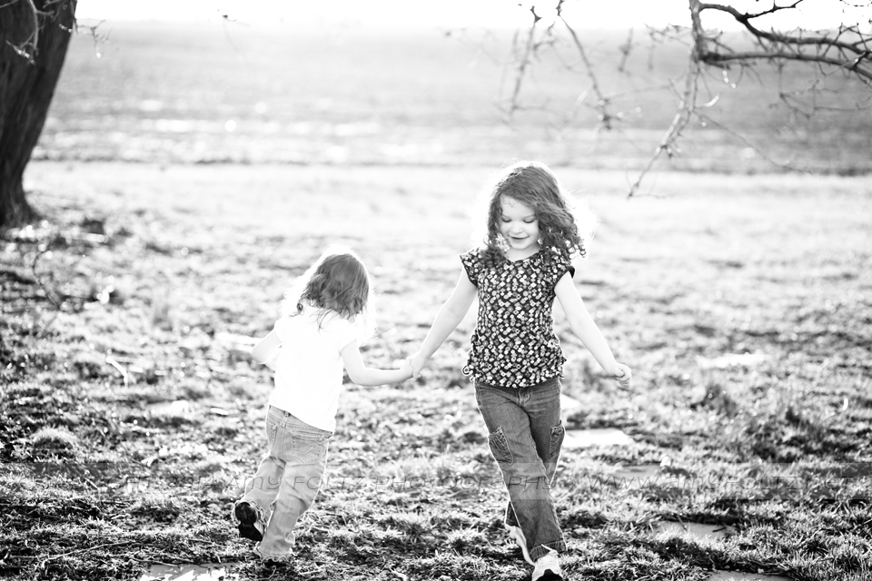 black and white photo of sisters playing ring-around-the-rose {Terre Haute photographer}